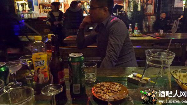 酒吧散台和卡座的区别介绍,坐散台要钱吗怎么消费